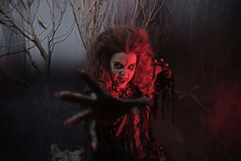 USS - HHN6 - Witch from Salem Witch House 2